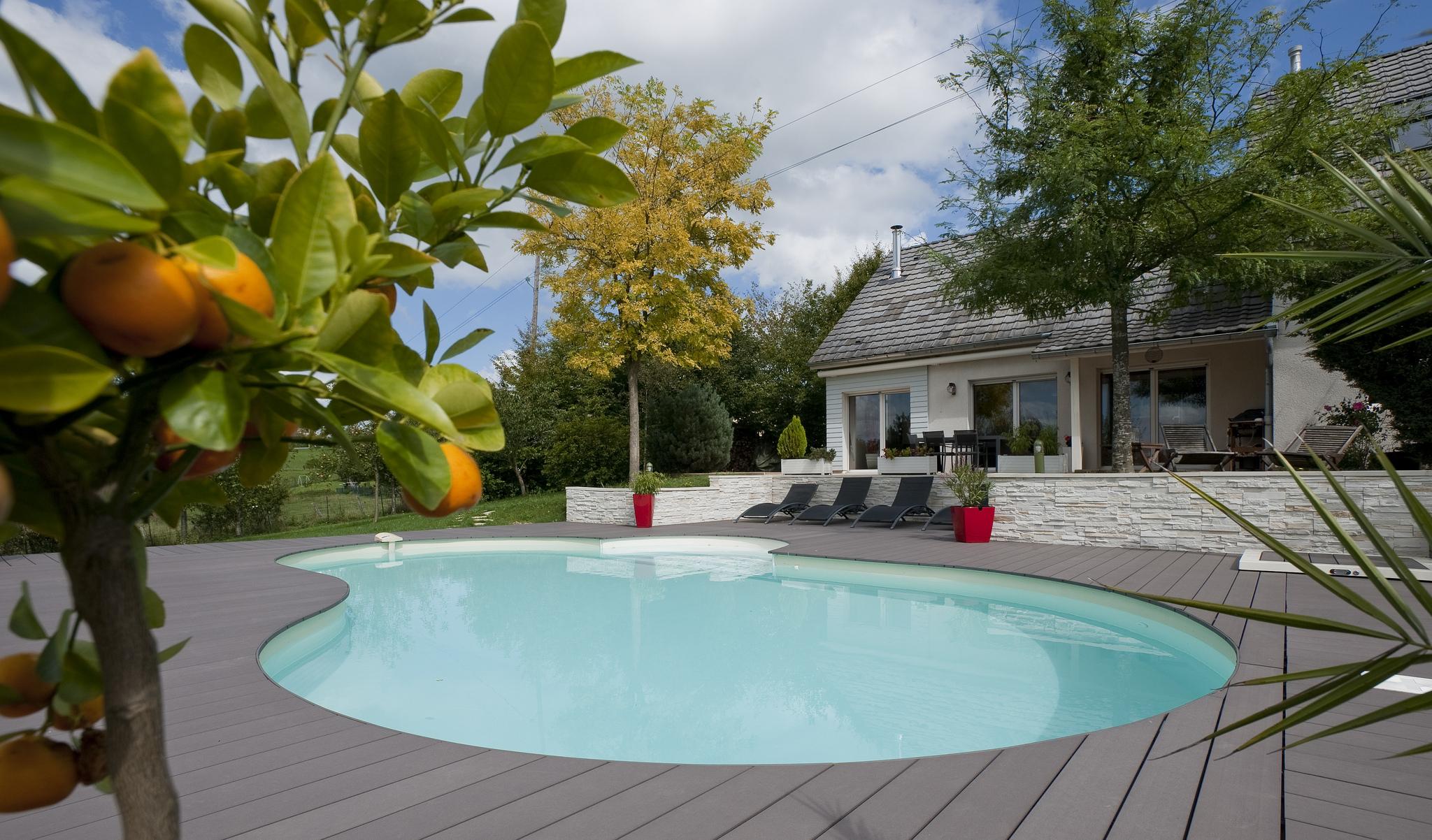 unique piscine petit jardin | l'idée d'un porte-manteau