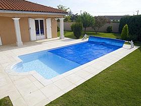 Les b ches bulles pour garder l 39 eau chaude de votre piscine for Bache a bulle piscine avec enrouleur