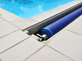 Pin enrouleur b che bulles piscines enterr es on pinterest for Enrouleur baches a bulles pour piscine