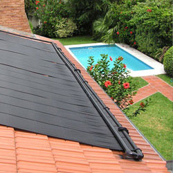 Le chauffage solaire pour garder l 39 eau chaude de votre piscine for Pour chauffer une piscine