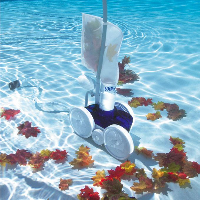 L 39 entretien d 39 une piscine est essentiel pour en profiter for Surpresseur robot piscine