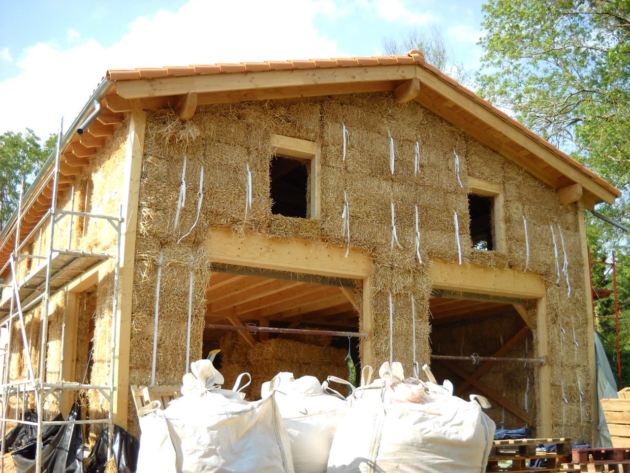 Les materiaux de construction naturels et cologiques for Construction de maison en paille