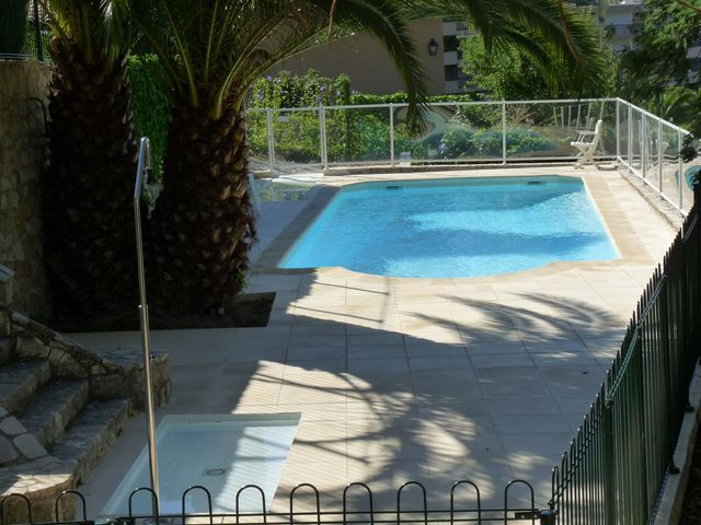 Comment bien choisir sa piscine quel mat riau quelles for Barriere securite piscine
