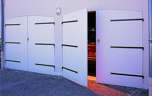 Bien choisir sa porte de garage isolation esth tique - Porte de garage battante ...
