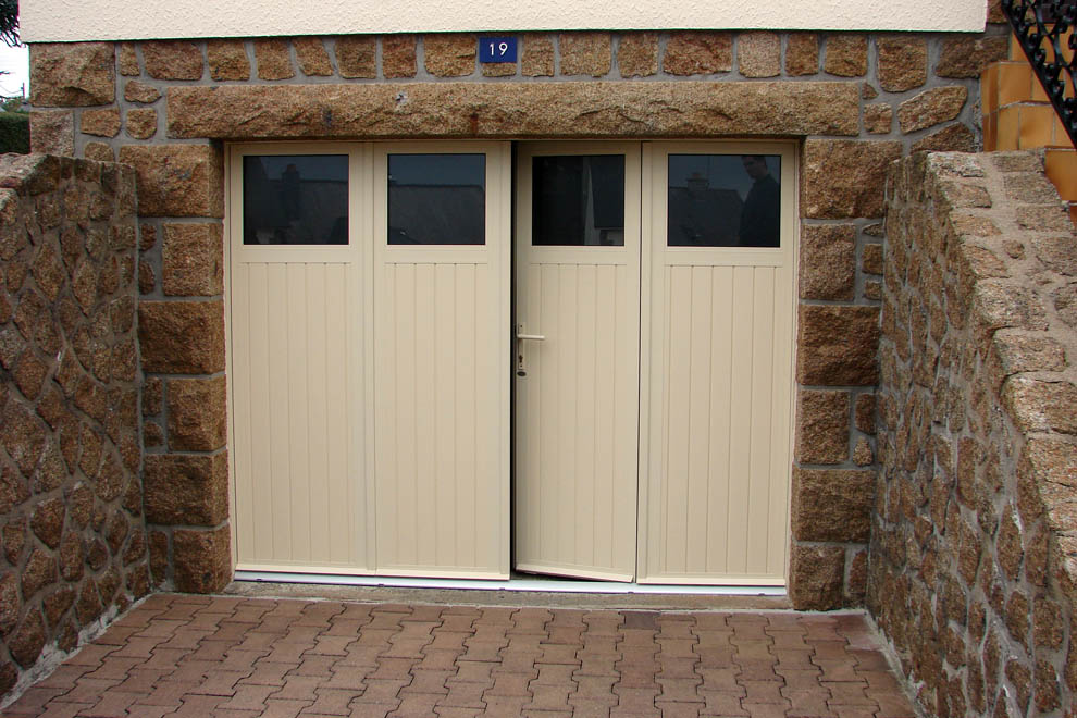 Porte de garage coulissante bois for Porte garage basculante sur mesure